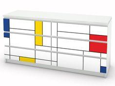 Ikea Malm Kommode verziert mit kreativen Möbelstickern. Hier als moderne Variante mit vereinzelten Farbhighlights