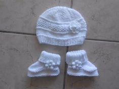 Un grand marché - Vendez, achetez des créations fait main et 100%  françaises. ensemble bonnet et chaussons blanc pour bébé bbe626bb9cd