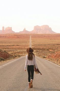 into the desert. Heading into Monument Valley. Photo by photo travel How To Spend 3 Days In Jasper in Winter/Spring Girl Photography, Travel Photography, Pinterest Photography, Brighton Photography, Photography Ideas, Photography Degree, Photography Store, Wedding Photography, Photography Challenge