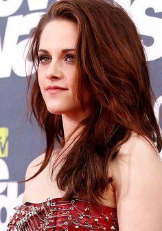 Not a fan of Twilight, but I'm a huge fan of Kristen Stewart's hair. I love how laid back it is.