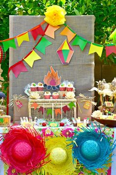 Festa Junina - Olha estes chapéus coloridos!