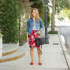 J's Everyday Fashion provides outfit ideas, budget fashion, shopping on a budget, personal style inspiration, and tips on what to wear. Pencil Skirt Casual, Pencil Skirt Outfits, Floral Pencil Skirt, Floral Skirts, Fall Fashion 2016, Fall Fashion Trends, Autumn Winter Fashion, Stylish Outfits, Cute Outfits