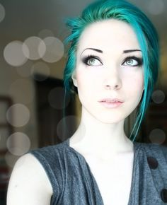 I have an obsession with teal hair and perfectly pale skin. I have an obsession with teal hair and p Blue Green Hair, Aqua Hair, Turquoise Hair, Teal Green, Violet Hair, Aqua Color, Ombre Hair, Aqua Blue, Pelo Color Azul