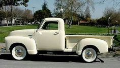 Chevy 3100 Pick-up Truck I love the white wall tires Vintage Pickup Trucks, Classic Pickup Trucks, Antique Trucks, Vintage Cars, 54 Chevy Truck, Chevrolet Trucks, Chevrolet 3100, Gmc Trucks, Chevy Classic