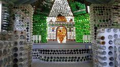 Arsenault Edouart- Entitled (la chapelle) - 1980  Matériaux: 25000 bouteilles de verres