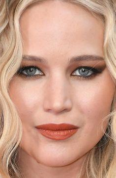 Close-up of Jennifer Lawrence at the 2018 Academy Awards. Close-up of Jennifer Lawrence at the 2018 Academy Awards. Hooded Eye Makeup, Hooded Eyes, Eye Makeup Tips, Hair Makeup, Makeup Steps, Makeup Monolid, Makeup Basics, Makeup List, Margot Robbie