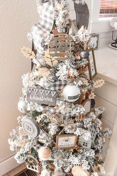 A Farmhouse Style Christmas Tree | Simply Beautiful By Angela Rose Gold Christmas Decorations, Pretty Christmas Trees, Flocked Christmas Trees, Christmas Tree Themes, Beautiful Christmas, Country Christmas Trees, Christmas Ideas, Christmas Ornaments, Black Christmas