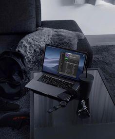 Plush Via: Home Office Setup Ideas Furniture Wallpaper Makeup, Black Wallpaper, Clever Gadgets, Amazing Gadgets, Tech Gadgets, Computer Desk Setup, Style Noir, Whatsapp Wallpaper, Home Office Setup