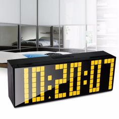 Venda quente! Tomada de fábrica alarme LED relógio Digital relógio de parede Desk início relógio com contagem regressiva Snooze calendário seis grupos de alarmes alishoppbrasil