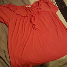 Catos short sleeve top Catos top only worn a few times.  It's very cute and in great shape. Comes from a smoke free home. Cato Tops Tees - Short Sleeve