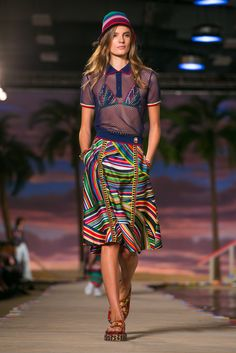 A look from the Tommy Hilfiger spring/summer 2016 show during New York Fashion Week (Photo: Guillaume Roujas/NOWFASHION)