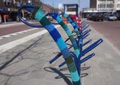 "guerilla knitting on the typical dutch bicycle racks "" Tulip"" van Velopa"