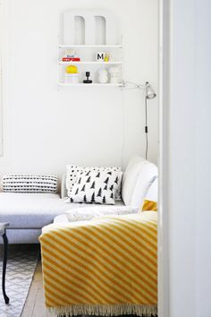 Pics, dots and stripes - olohuoneessa