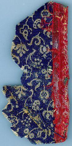 ca. 1500 Italian wool and silk fragment (6 1/4 x 3 1/8 in.) - Met Museum 1999.371