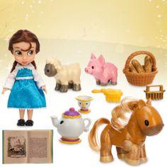 """Die Disney-Designer haben Belle als Kleinkind kreiert, lange bevor sie ihren Prinzen traf. Das Set enthält eine ca. 13 cm hohe """"Belle""""-Puppe, Bruno mit Wackelkopf sowie Figuren und Zubehör, wie Chip und Madame Pottine."""