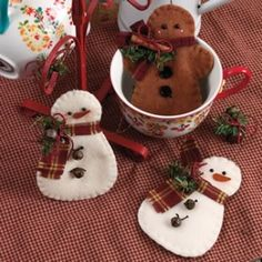 snow men felt ornaments with felt by Lynn_Lopez