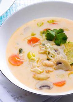Sopa de peixe com leite de coco