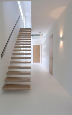 15 Awesome Floating Staircase Ideas - - If we talk about the staircase design, it will be very interesting. One of the staircase design which is cool and awesome is a floating staircase. This kind of staircase is a unique staircase because. Contemporary Stairs, Modern Stairs, Contemporary Bathrooms, Cantilever Stairs, Stair Railing, Interior Stairs, Interior Architecture, Interior Design, Escalier Design