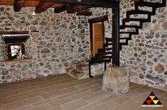 Bodenplatten in Bahnen aus Rittner Porphyr - pavimento a correre in Porfido Renon
