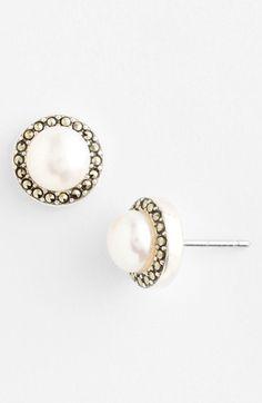 Pretty pearl studs