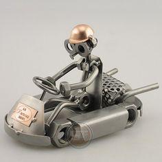 Het moerenmannetje is aan het karten. Afmeting 10x20x12 cm, Gewicht:0.64 kg The nuts, bolt and screw male is to karting. Size 10x20x12 cm, weight: 0.64 kg