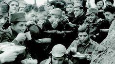 Spain - 1936-37. - GC - Un alto en la lucha, comiendo en la Universitaria