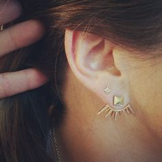 gold ear jacket. Jacquie Aiche. #piercings #earpiercings