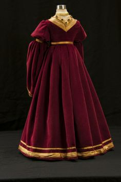 Anne of Cleves gown backside