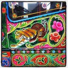 The amazing friendship bus Turkey-Pakistan loves Athens Truck Art Pakistan, Pakistan Art, Painted Trunk, Indian Illustration, Truck Paint, India Art, Truck Design, Car Painting, Painted Signs