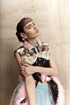 Model positioning-----This is awesome!  (::: OutsaPop Trashion ::: DIY fashion by Outi Pyy :::)