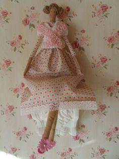 Eine Tilda Puppe zum umziehen...    Warum eine Tilda haben, die immer die gleichen Sachen anhat?  Auch wenn sie noch so hübsch sind, steht einen ma...