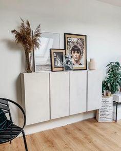 Sideboard Dekor, Credenza Decor, Cabinet Decor, Modern Sideboard, Sideboard Cabinet, Classy Living Room, Ikea Living Room, Living Room Storage, Ivar Regal