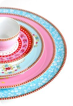 I ♥ ADORE ♥ Pip Studio China. I ❤ LOVE ❤ china in general. I can never resist a cup, I have far too many. I am quit. Pip Studio, Pantone 2016, Vintage Dishes, Vintage China, Vintage Tea, Fancy Dishes, Vintage Kitchen, Coco Rose Diaries, Royal Doulton