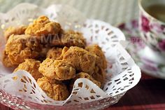 Cornflake Cookies: Chinese New Year calls for major baking and kuih (local sweet cakes) making sessions in Malaysia. Cornflake cookies are absolutely delightful, crunchy, and addictive—imagine butter-rich cookies rolled with crunchy cornflakes and every bite is a perfect crunch, and then the cookie just melts in your mouth. Heavenly!