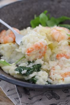 Our Thermomix Garlic Prawn Risotto is a firm favourite in our house! A rich creamy risotto, with fresh prawns, parmesan and baby spinach. Cheddar Broccoli Rice, Garlic Prawns, Cooking Cream, Risotto Rice, Cooking Recipes, Healthy Recipes, Baby Spinach, Parmesan, Potato Salad
