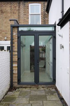aluminium casement doors to side return extension Porch Extension, House Extension Design, Extension Designs, Glass Extension, Rear Extension, Extension Google, Extension Ideas, Victorian Terrace House, Victorian Homes