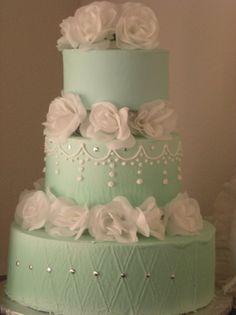 torta nuziale verdeacqua con fiori bianchi per il matrimonio. Guarda altre immagini di torte nuziali: http://www.matrimonio.it/collezioni/torte_nuziali/5__cat