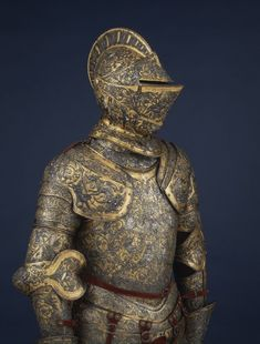Knight armour from medieval times with special detailed decorations and designs, Armadura Medieval, Knight In Shining Armor, Knight Armor, Arm Armor, Body Armor, Roman Armor, Horse Armor, European History, Ancient History