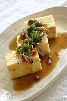 Japanese Tofu Steak: Pan-Fried Tofu and Mushrooms Coverd with Thickened Dashi Stock (Ankake Sauce) - Recipe in Japanese