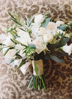 22 białe bukiety ślubne! Jeszcze bardziej eleganckie kwiaty idealnie uzupełnią Twój wygląd! Image: 17