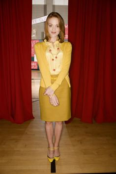 Emma Pillsbury (of Glee) has the most fabulous style! Glee Fashion, Look Fashion, Jayma Mays, Look Thinner, Style Challenge, It Goes On, Pillsbury, Shades Of Yellow, Her Style