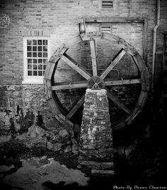 Hjulet var en uppfinning som man kom på i Mesopotamien. Den kom till väldigt stor användning under krigen och den används fortfarande!