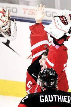 Zachary Fucale celebrating team Canada's gold medal in the 2015 IIHF WJC.