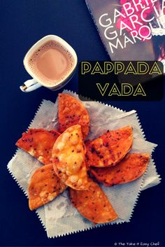 Made with a handful of ingredients, pappada vada is a crispy snack, ideal for your evening tea. Mix the ingredients, make a batter, and fry the papadams! Top Recipes, Indian Food Recipes, Indian Snacks, Sweets Recipes, Easy Recipes, Kerala Recipes, Yummy Treats, Delicious Desserts, Trifle Pudding