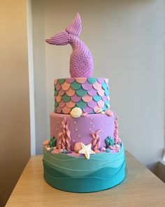 This is flipping amazing and I need to learn how to make it Mermaid Birthday Cakes, Little Mermaid Birthday, Little Mermaid Parties, Mermaid Cakes, Baby Birthday, 1st Birthday Parties, Decors Pate A Sucre, Mermaid Baby Showers, Birthday Pictures