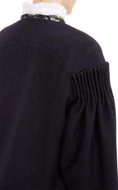 details shoulder, cut, gathers