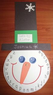 Children move the snowman's nose to whatever letter you want them to find. Great for an easy whole-group assessment. Includes faces for upper and lowercase letters, skip counting by 2's, 3's, 5's and 10's, as well as numbers to 31. FREE printables. #preschool #kidscrafts #efl #education (pinned by Super Simple Songs)