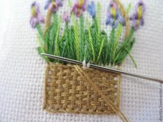 """putting a """"coiled"""" edge on an embroidered basket Embroidery Flowers Pattern, Embroidery Patterns Free, Flower Patterns, Hand Embroidery, Diy Party Gifts, Handmade Embroidery Designs, Felt Fabric, Embroidery Techniques, Sewing Hacks"""