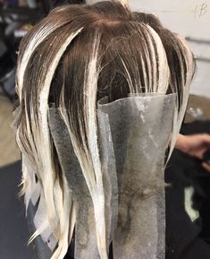 creating some magic with her bal. creating some magic with her balayage skills 🔮 Sand Blonde Hair, Hair Color Placement, Bilage Hair, Cabelo Ombre Hair, Hair Foils, Balayage Technique, Color Rubio, Hair Color Techniques, Beautiful Hair Color