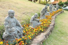 Cotia. Templo Zu Lai. Estátuas.